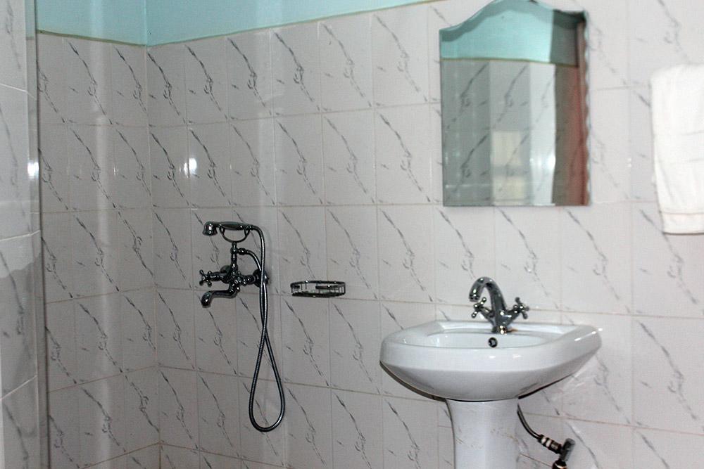 ecoresort_bathroom2